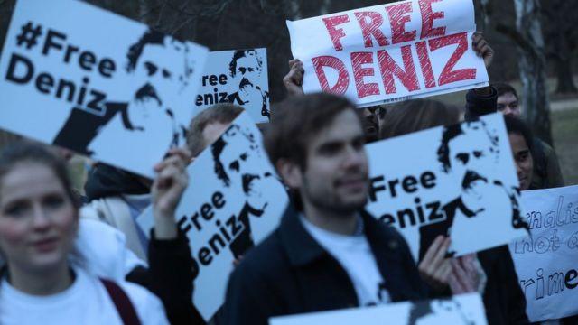 Almanya'da Deniz Yücel'in serbest bırakılması için yapılan gösterilerden bir kare
