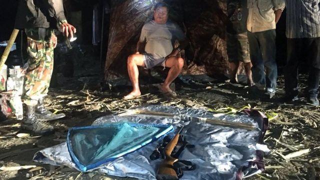 پریمچای کارناسوتا، وسط، با هفت اتهام در ارتباط با قوانین جنگلبانی و شکار در مناطق حفاظتشده روبروست