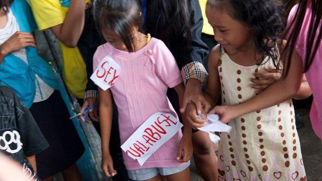 Niños en Filipinas.