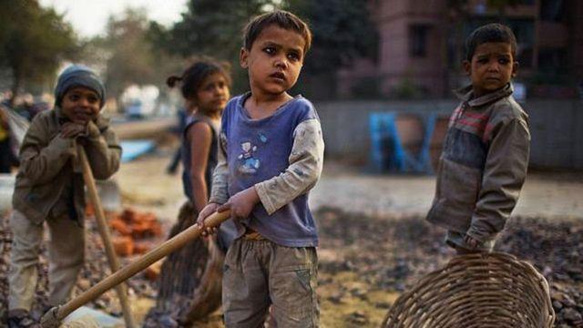 Muitas crianças são forçadas a mendigar