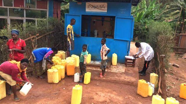 Abaturage bari kuvoma amazi ya Water Access Rwanda