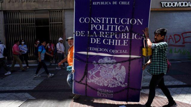 Imagen de la constitucion chilena