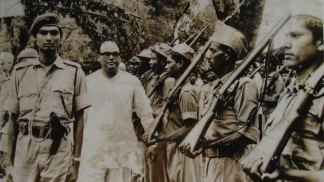 শপথ গ্রহণের পর ভারপ্রাপ্ত রাষ্ট্রপতি সৈয়দ নজরুল ইসলামকে গার্ড অব অনার দেয়ার হচ্ছে