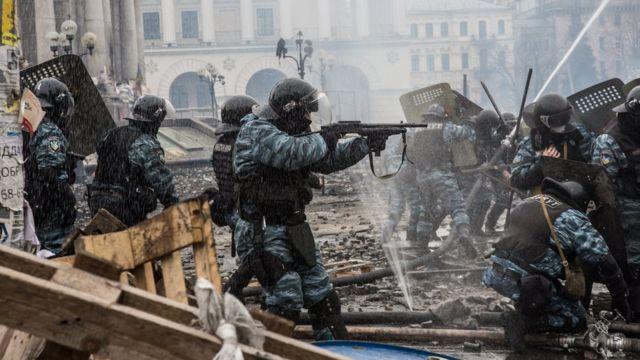 Силовики пытаются подавить протесты в Киеве, 19 февраля 2014 года