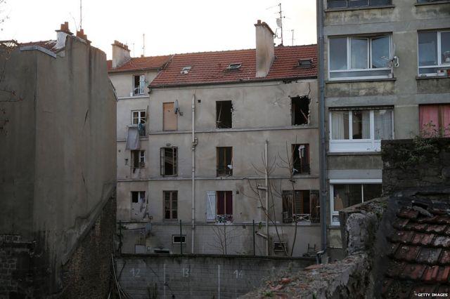 サンドニ急襲で激しく損傷した建物(18日)