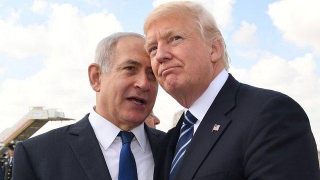 El primer ministro israelí, Benjamin Netanyahu, habla con el presidente estadounidense, Donald Trump.
