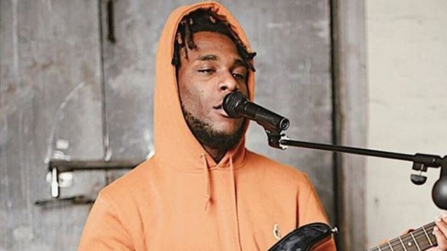 Burna boy dey sing give microphone