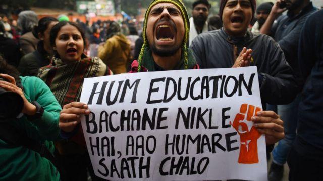 दिल्ली का जंतर-मंतर: '' हम एजुकेशन बचाने निकले हैं...आओ हमारे साथ चलो.''