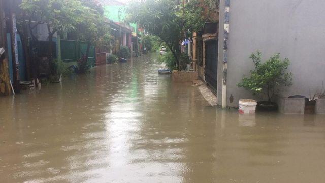 Banjir di Kecamatan Pejuang, kelurahan Medan Satria, Bekasi