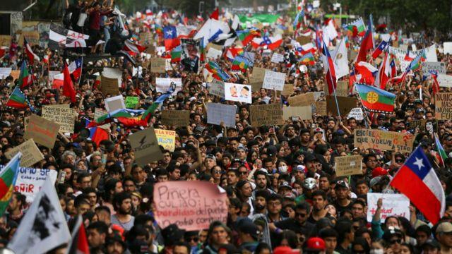 بسیاری از تظاهرکنندگان خواستار کناره گیری رئیس جمهور شدند