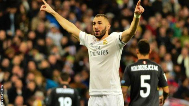 Mshambuliaji wa Real Madrid Karim Benzima, 29, anatarajiwa kusaini mkataba mpya hata kama klabu yake itamsajili Kylian Mbappe, 18, kutoka Monaco. (Marca)