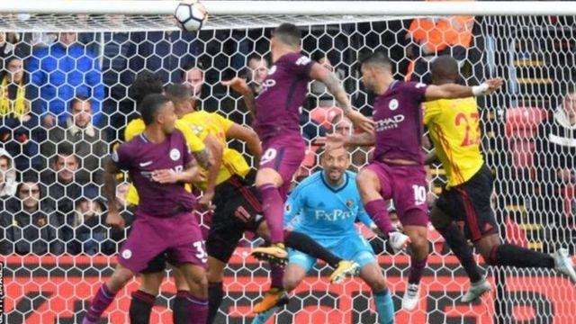 Sergio Aguero alifunga hat-trick na kuisadia Manchester City kupanda katika kilele cha jedwali la ligi baada ya kuwashona Watford mabao sita bila jibu.