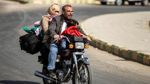 터키-시리아 국경의 쿠르드 점령 지역에서 이미 10만 명이 넘는 민간인들이 대피했다