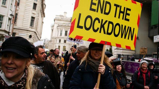 Лондон: новые правила локдауна по вкусу далеко не всем