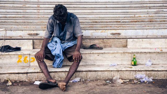 Hombre borracho en India