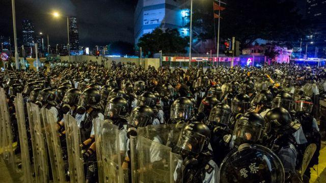 Полиция перед штурмом в ночь на второе июля