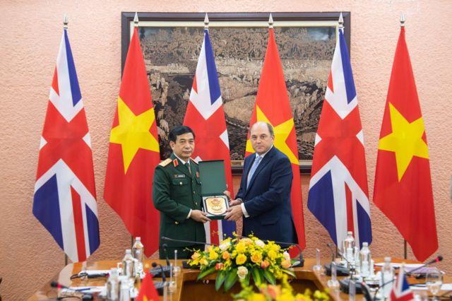 Bộ trưởng Quốc phòng Vương quốc Anh, Ben Wallace đã gặp Bộ trưởng Bộ Quốc phòng Việt Nam, Đại tướng Phan Văn Giang