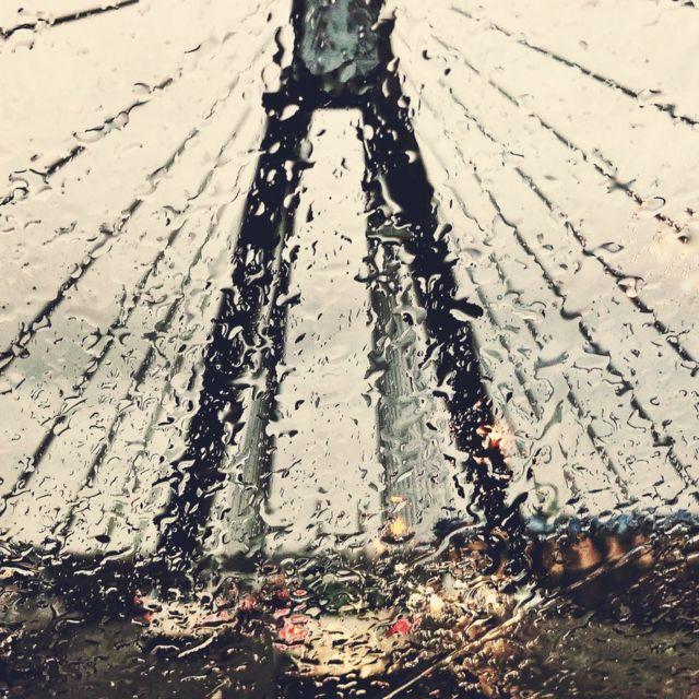 পেনি জেমস: 'সিডনি'র আনজাক সেতুতে বর্ষণমুখর ভ্রমণ'