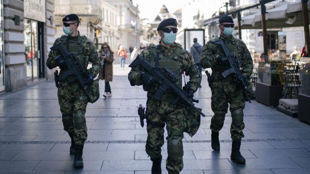 Soldados en Serbia