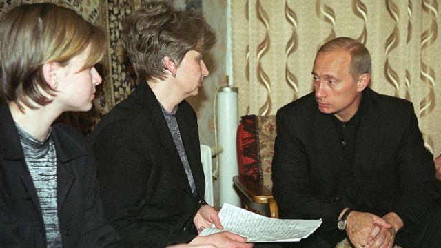 Putin akikutana na jamaa za familia ya watu waliohusika katika ajali ya Kursk