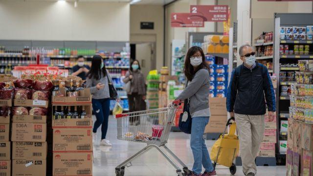 香港市民不论是日常生活、购物、外出乘车大都难不开当地发展商和它们的附属公司。