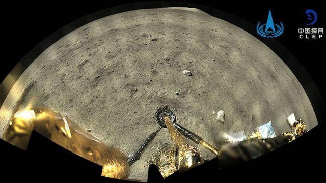 嫦娥五号登月器拍摄的月球表面照片