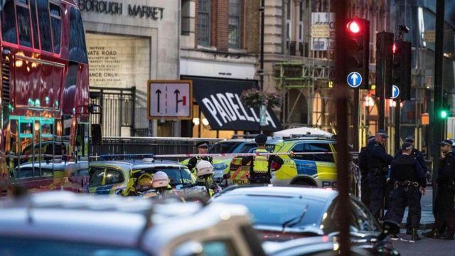 الشرطة البريطانية في موقع الحادث