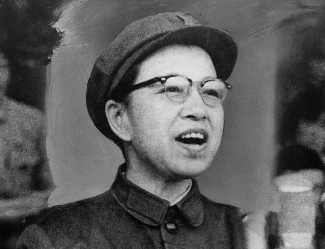 Jiang Qing dando un discurso en 1969