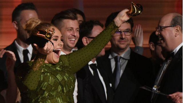 Adele tuzo za Grammy