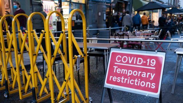 Terrazas de restaurantes en las calles de Londres