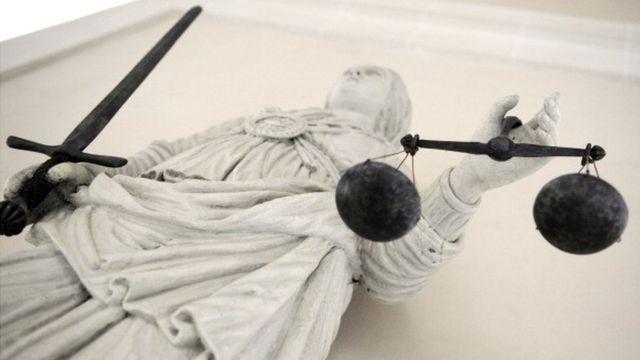 সারাবিশ্বে গ্রীক দেবির য ভাস্কর্যকে ন্যায়বিচারের প্রতীক হিসেবে দেখা হয়