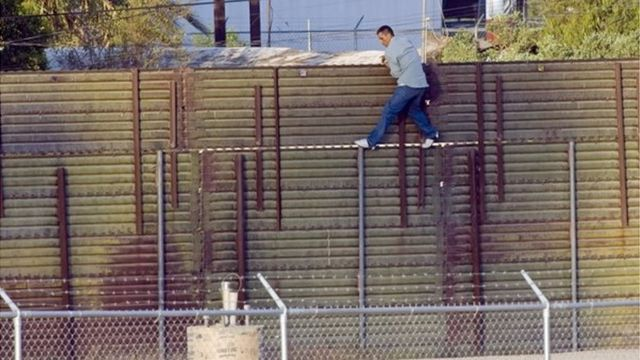 وعد الرئيس الأمريكي المنتخب دونالد ترامب خلال حملته الانتخابية ببناء جدار على الحدود مع المكسيك