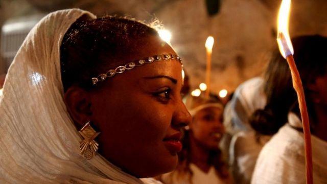 Una mujer de la Iglesia ortodoxa etíope