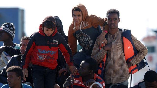 欧州が移民問題に対応できるのか懸念が高まっている(写真は今月13日にイタリア・シチリア島に到着した移民たち)