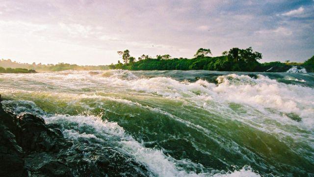 Озеро Виктория. Буруны у истока Белого Нила.