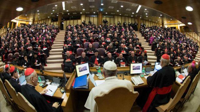 Papa Francisco durante reunião com bispos