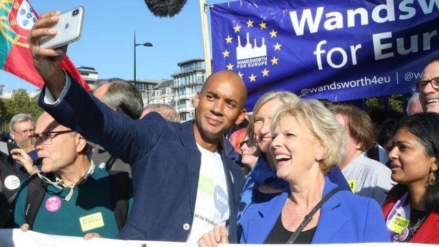 Лейборист Чука Умунна и тори Анна Субри на шествии за второй референдум