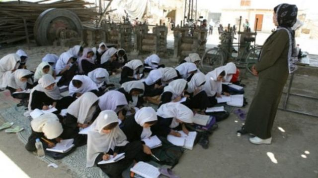 افغانستان کې ۳۳ سلنه ښوونکي ښځې دي