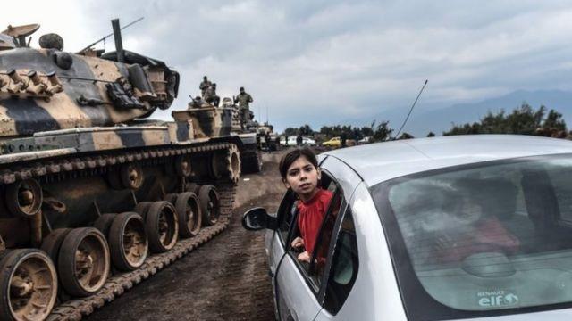 トルコ軍は21日朝にシリアとの国境越えて侵攻した