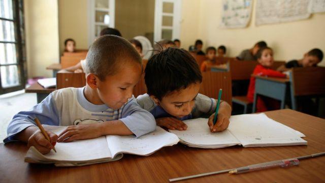 Cada niño desarrolla su lenguaje a su ritmo, aunque hay ciertas pautas de acuerdo a la edad.