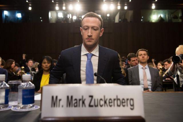 미 상원 청문회에 출석한 마크 저커버그