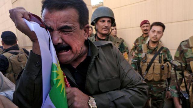 イラク・イルビルの米国領事館前で抗議するクルド系イラク人(今月20日)