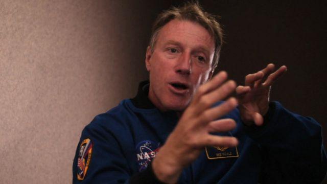 Astronauta Michael Foale hablando con la BBC.
