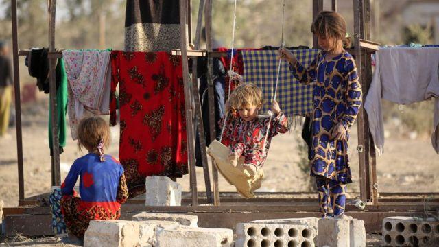 モスルを脱出して難民キャンプで暮らす子供たち