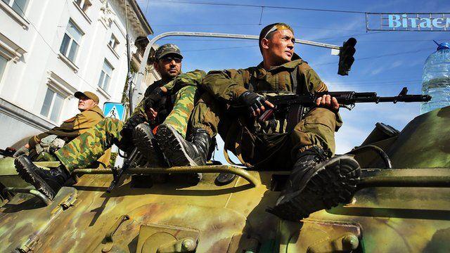 Tropas separatistas pró-Rússia na Ucrânia
