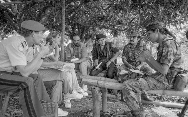 Aguacayo, 1992. MIembros de ONUSAL en las primeras reuniones de campo con jefes guerrilleros (RN y FAL).