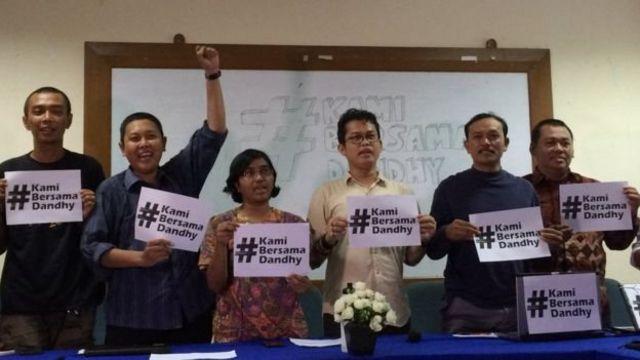 Sejumlah kelompok masyarakat sipil mendesak kepolisian tak melanjutkan laporan Repdem kepada Dandhy Laksono.