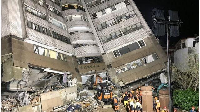 云门翠堤大楼在地震中倒塌,下方一二层楼是「漂亮生活旅店」,深受许多外国游客喜爱。