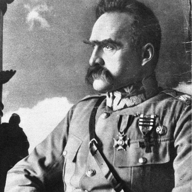 Nguyên soái Pilsudski từng lên kế hoạch tập kích đánh Đức khi đảng Nazi của Hitler còn chưa mạnh, nhưng đồng minh Pháp không ủng hộ