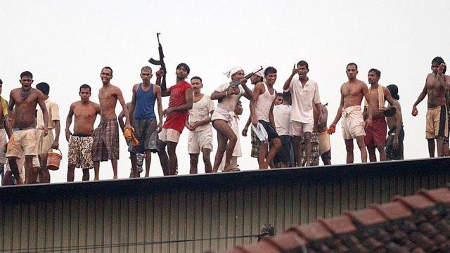 வெலிக்கடை சிறைச்சாலை மோதல் விவகாரத்தில் உயரதிகாரிகள் காப்பாற்றப்படுவதாக குற்றச்சாட்டு